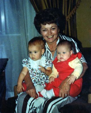 Mom_&_her_Granddaughters